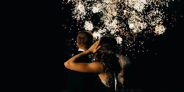 Tips and tricks for creating unique wedding photos using pyrotechnics